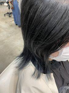 ブルーブラックで透けるような黒髪に